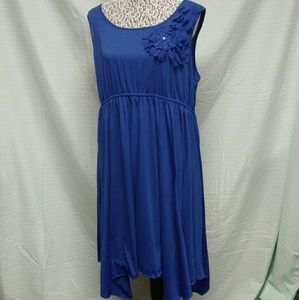 Cato dress with accenting flower